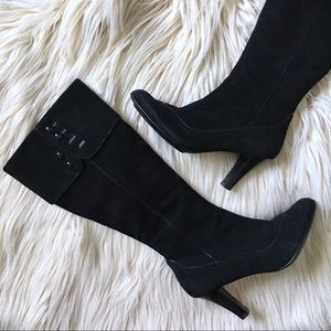 SOFFT | Black Leather Heeled Boots w Button Detail